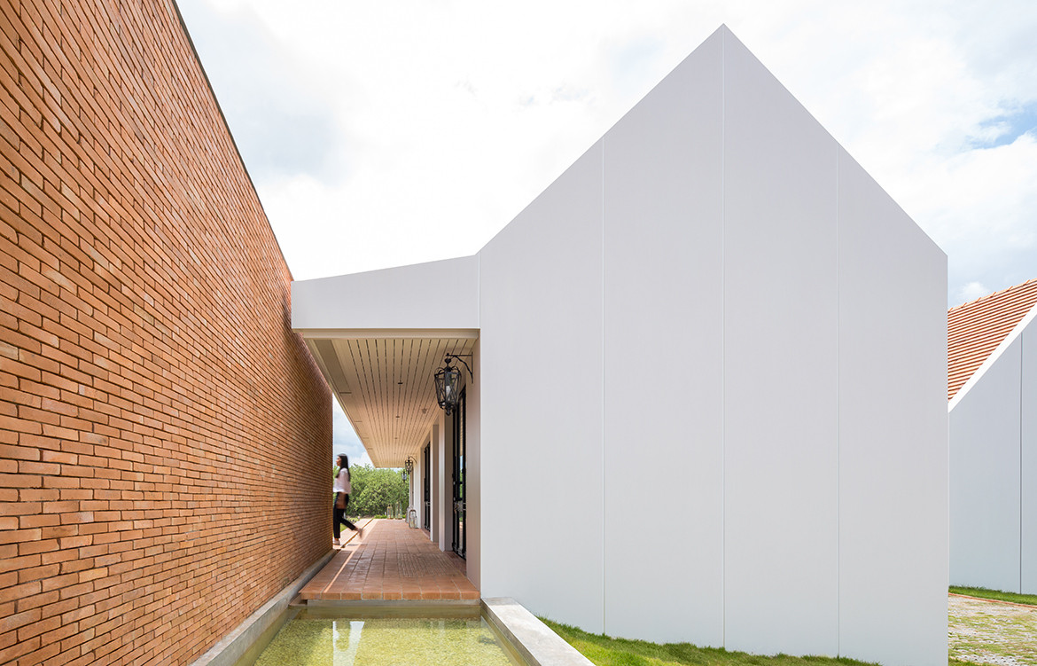 Foothill House by SS:AR   Site Specific: Architecture Research   holiday house in Chiang Mai   Thai architecture