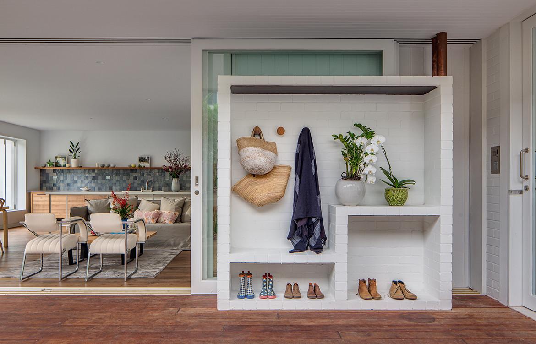 Mosman House by Alexander & Co has a contemporary coastal aesthetic