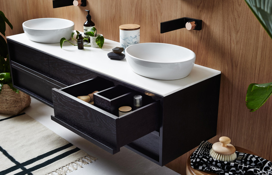 19159868_issy_z8_6_drawer_vanity_1500_and_issy_z1_oval_mirror_380_in_situ_side_angle_close_up