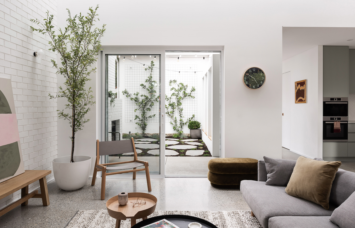 Dalecki Design Third Avenue house living room and courtyard.