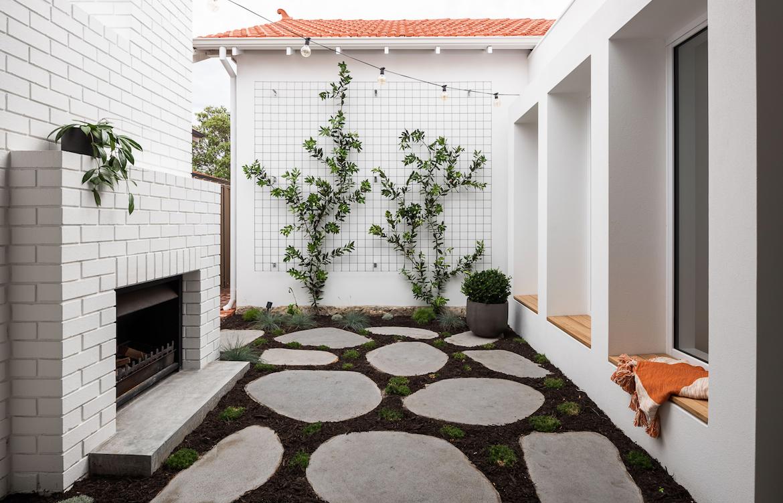 Dalecki Designs Third Avenue house courtyard.