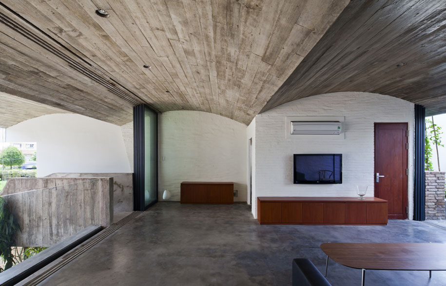 52156a34e8e44e4ee30000a5_binh-thanh-house-vo-trong-nghia-architects-sanuki-nishizawa-architects_pic09-2f-living