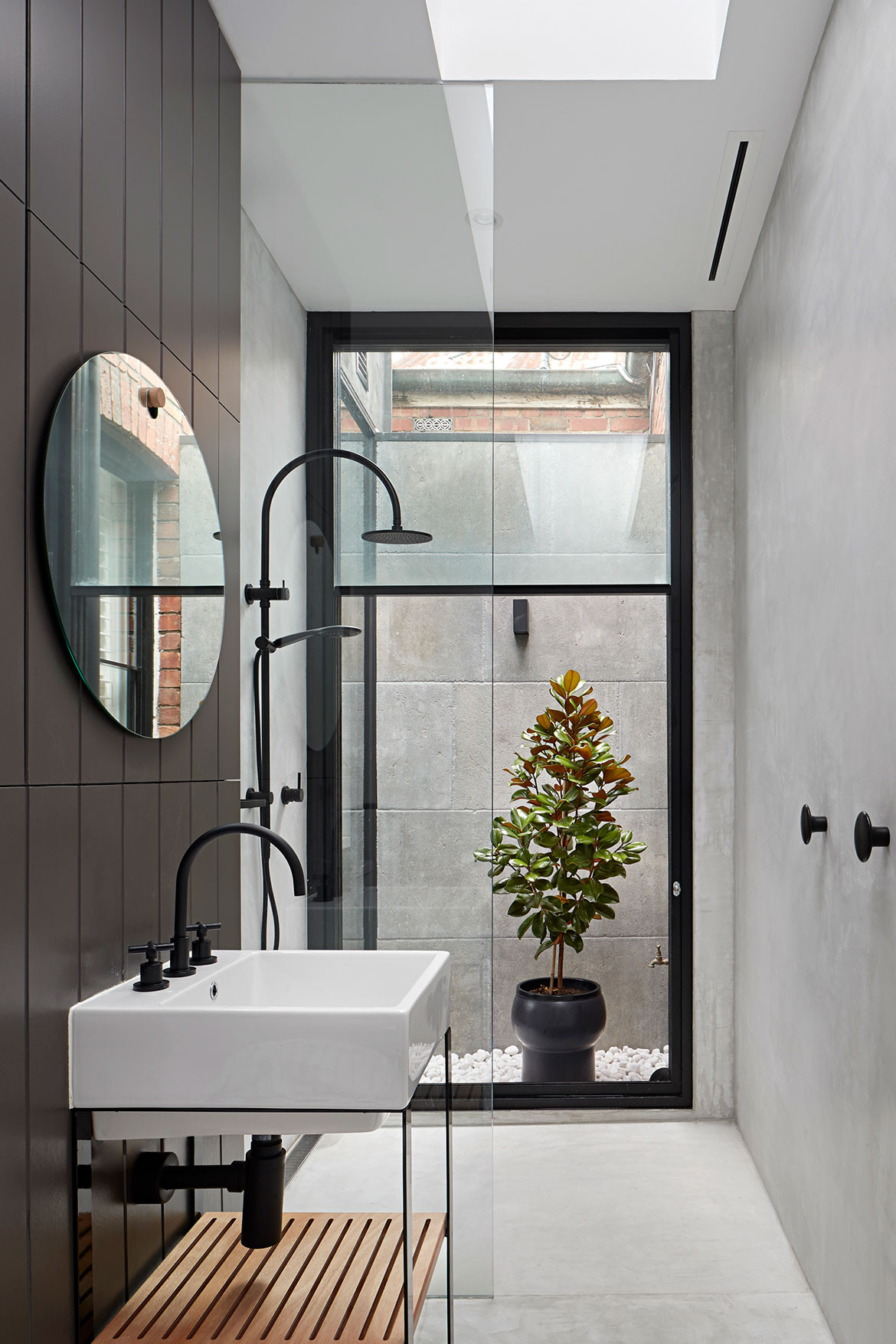 Albert Park House Whiting Architects cc Shannon McGrath bathroom