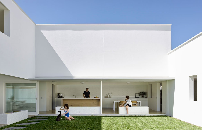 BB Residence Hogg Lamb cc Christopher Frederick Jones minimalistic exterior