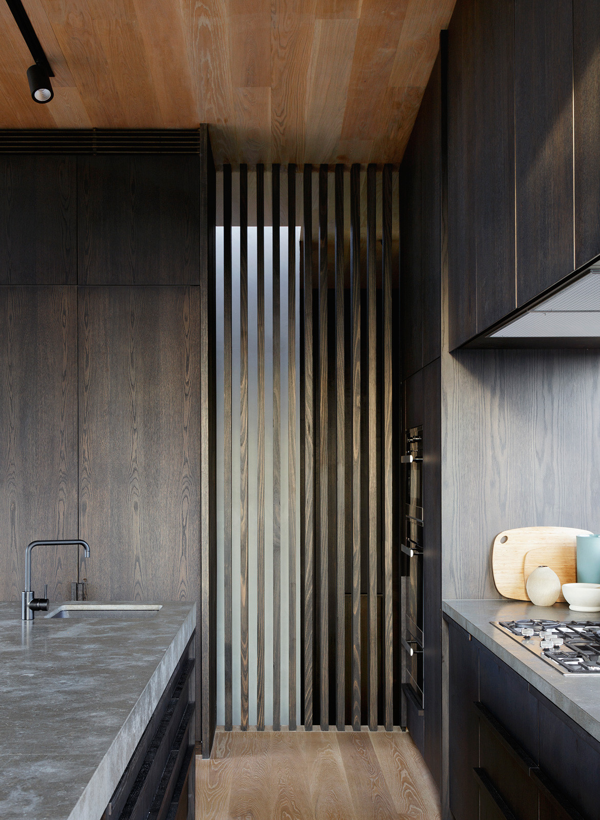 Barwon Heads House Lovell Burton Architecture CC Rory Gardiner kitchen