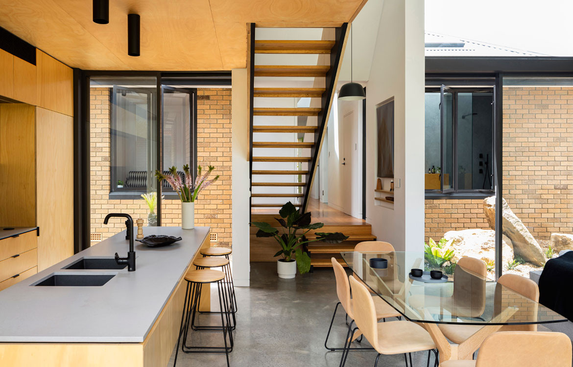 Binary House Christopher Polly Architect cc Brett Boardman kitchen dining