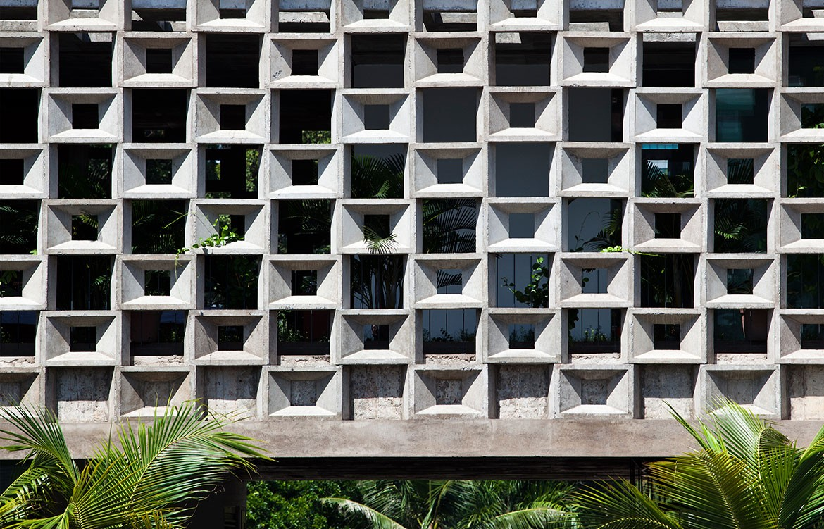 Binh Thanh House NISHIZAWAARCHITECTS brickwork