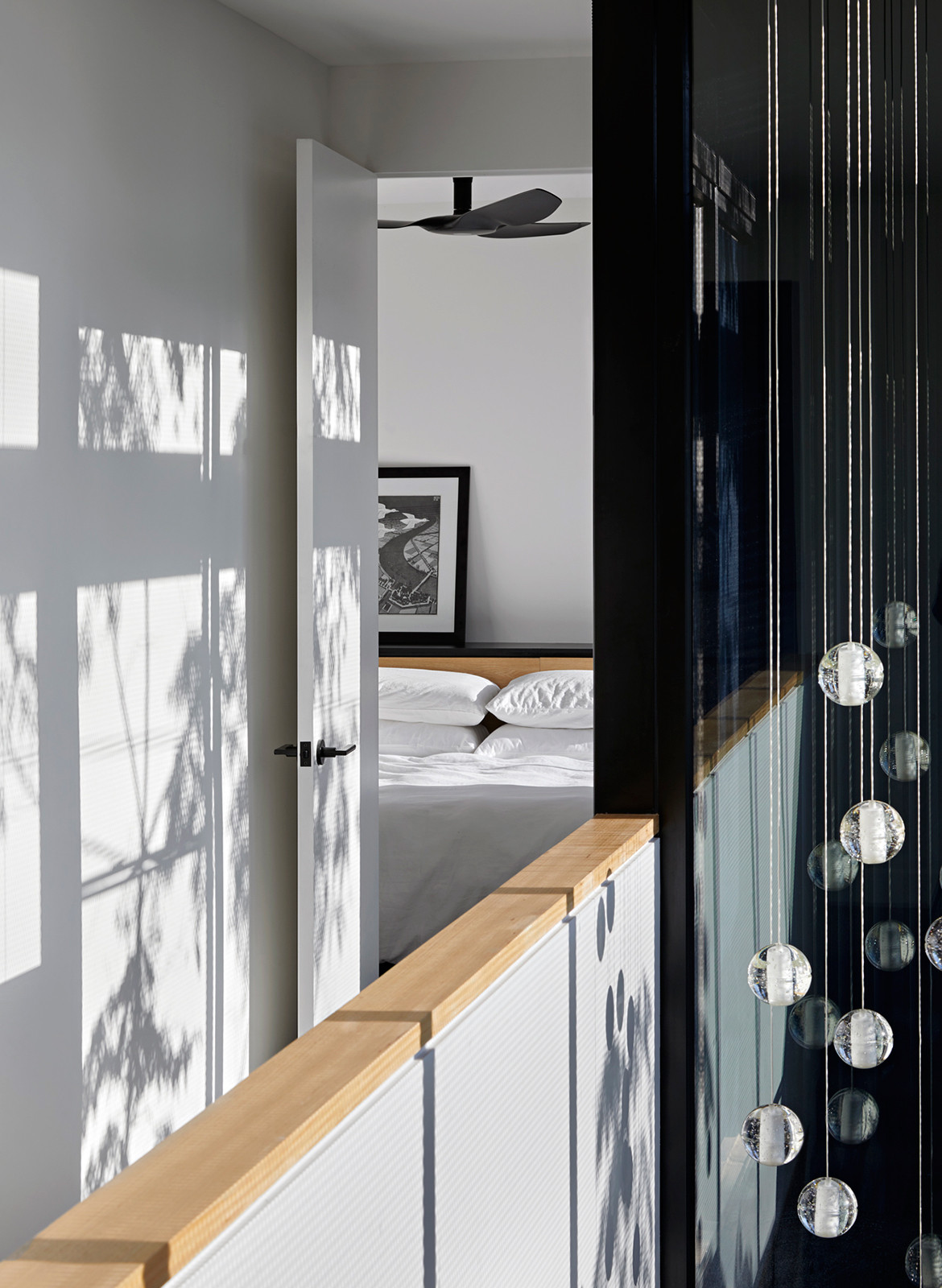 Boundary Street House Chan Architecture CC Tatjana Plitt hanging light
