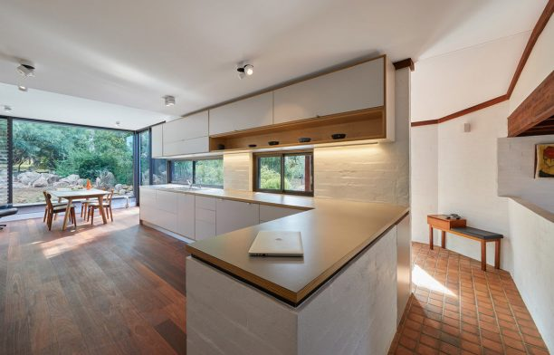 Boya House maarch cc Douglas Mark Black kitchen