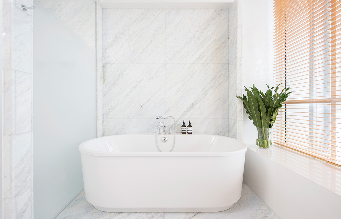 Brewin Design Office Ardmore Apartment bathtub