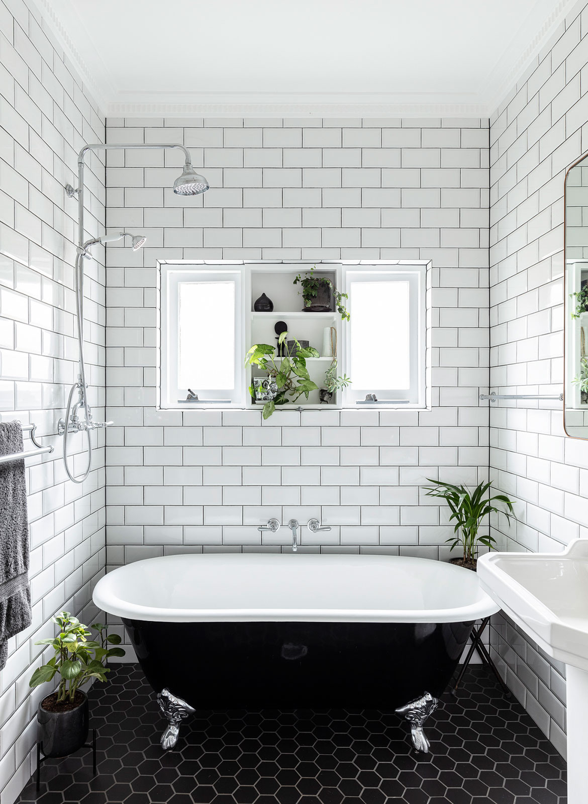 Collectors Cottage Mark Szczerbicki Design Studio CC Tom Ferguson bathroom