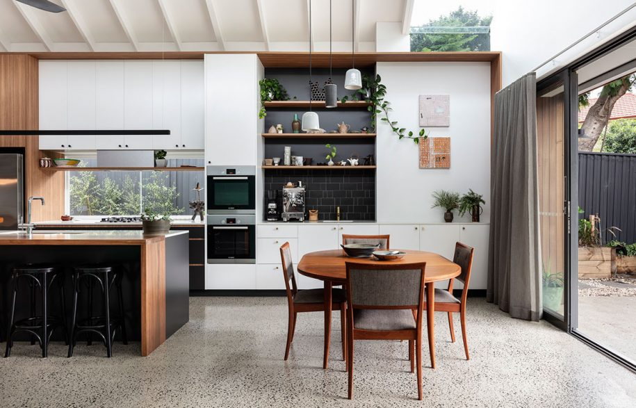 Collectors Cottage Mark Szczerbicki Design Studio CC Tom Ferguson organised kitchen dining walnut
