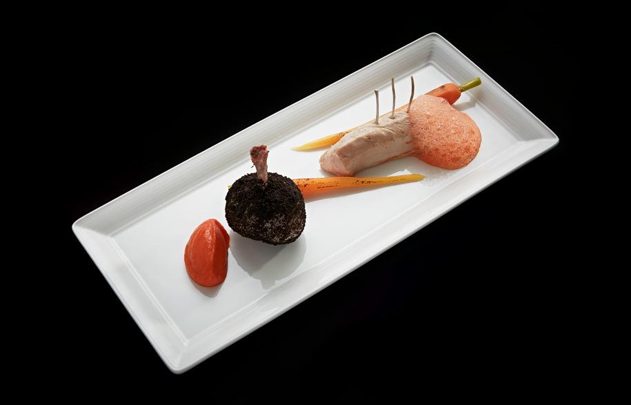 Coniglio-e-carote_Rabbit-leg-and-loin,-baby-carrots-in-4-ways,-licorice-jus