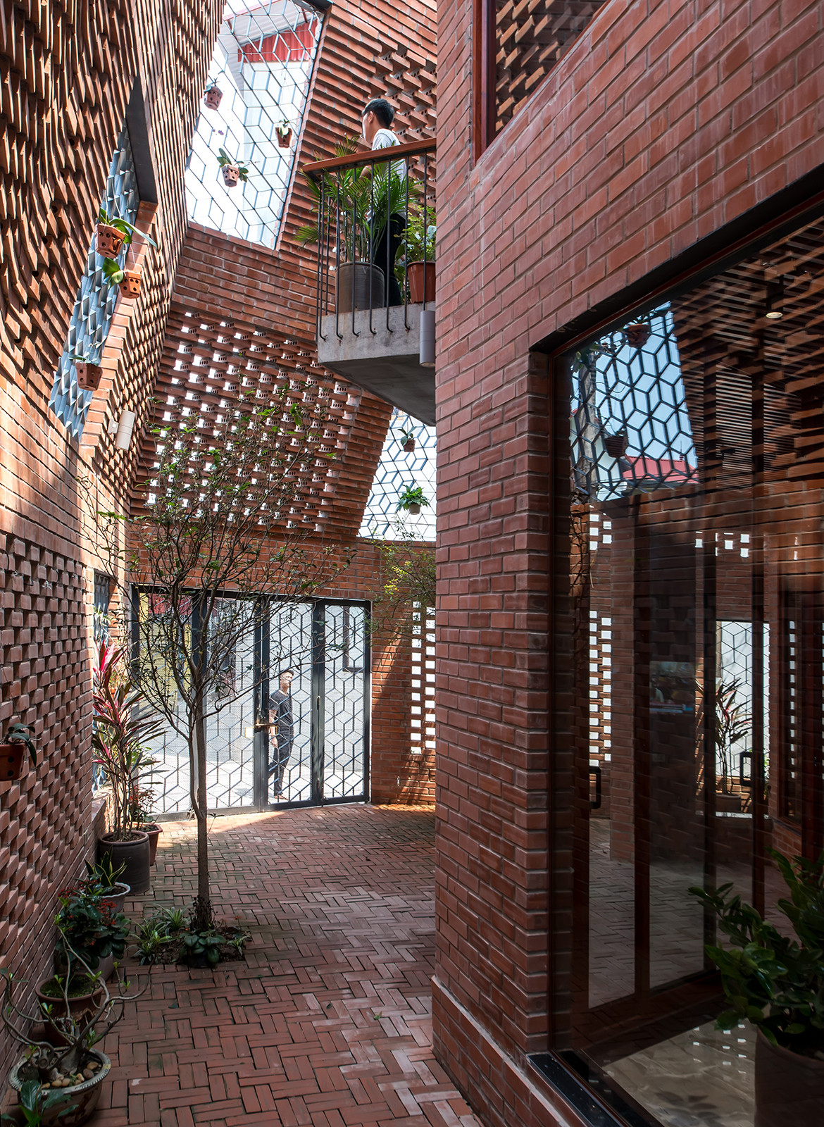 Brick Cave H&P Architects Nguyen Tien Thanh indoor outdoor