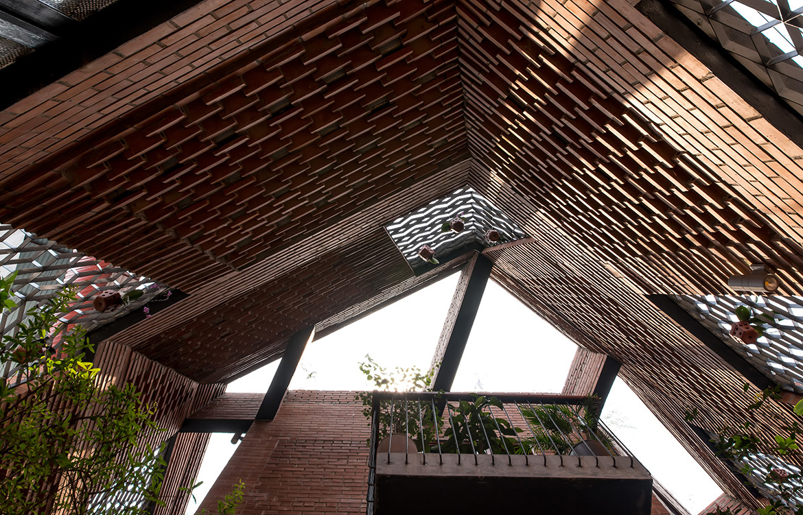 Brick Cave H&P Architects Nguyen Tien Thanh roof
