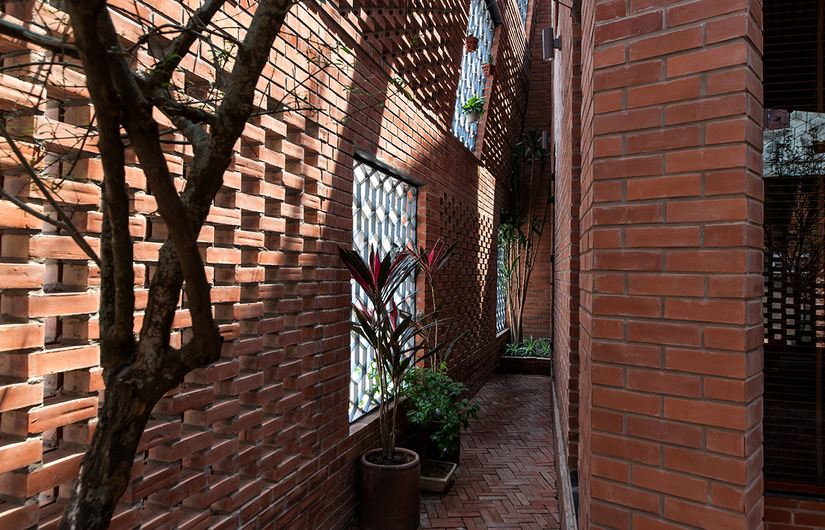 Brick Cave H&P Architects Nguyen Tien Thanh side