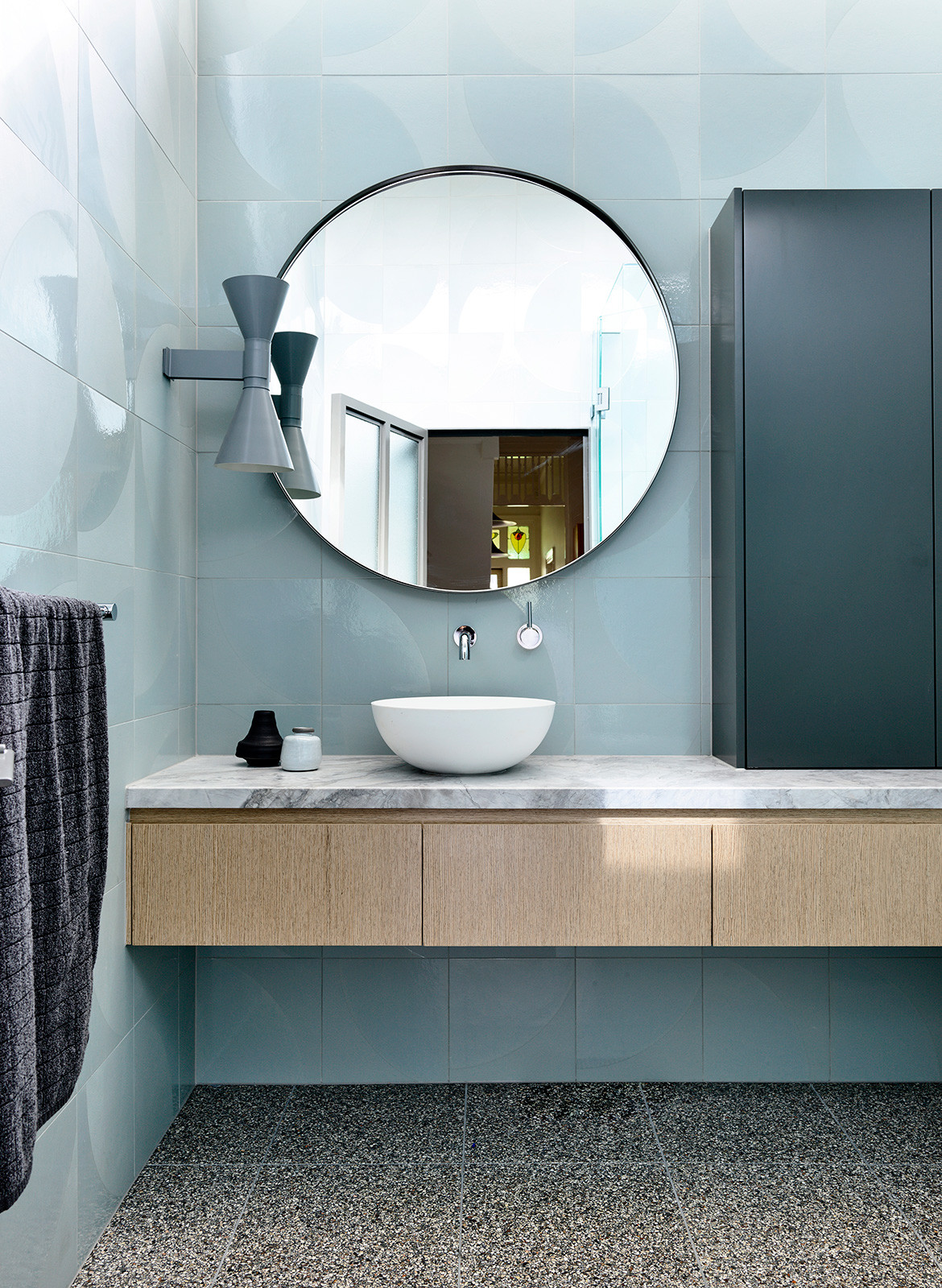 Doherty Design Studio Ivanhoe Residences CC Derek Swalwell blue bathroom statement