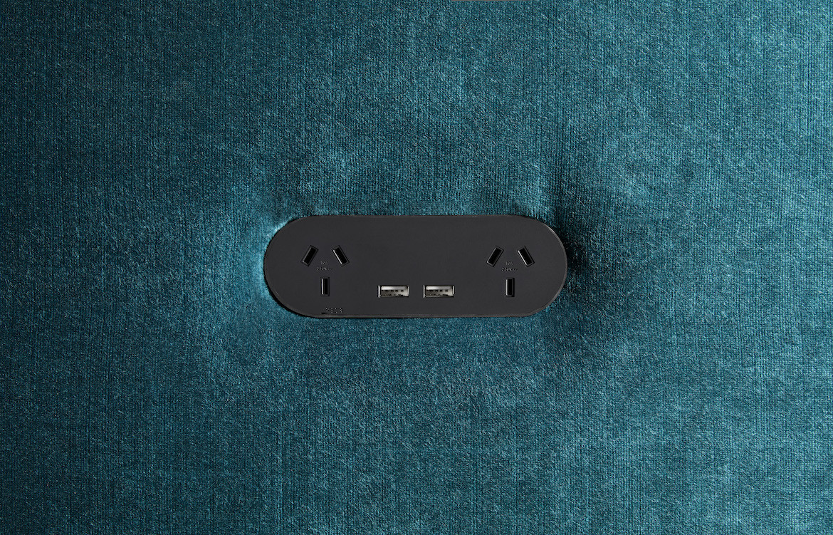 Double Outlet with USB Black 2