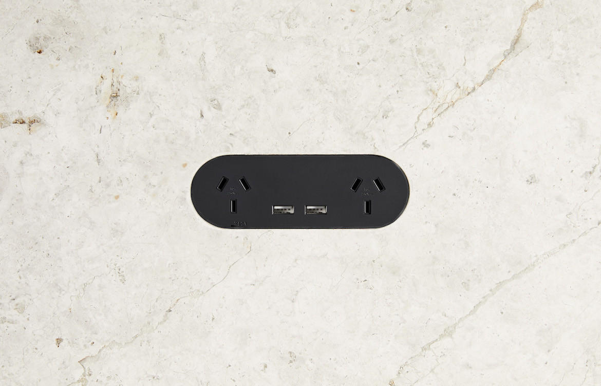 Double Outlet with USB Black 4