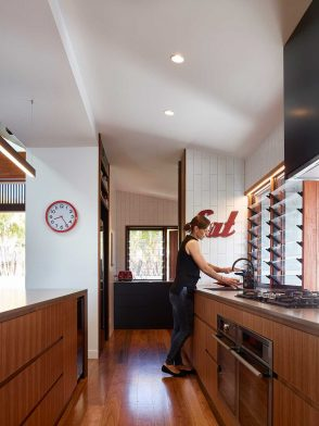 Dover House Shaun Lockyer Architects cc Scott Burrows kitchen