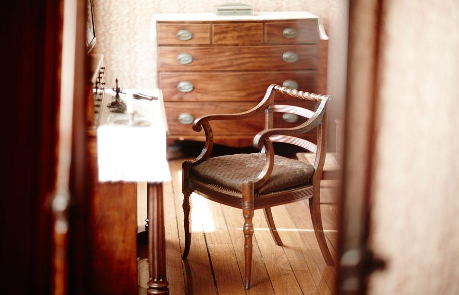 EBH13_0124-NIcholas-Watt-Sydney-Living-Museums-dressing-table-principal-bedroom