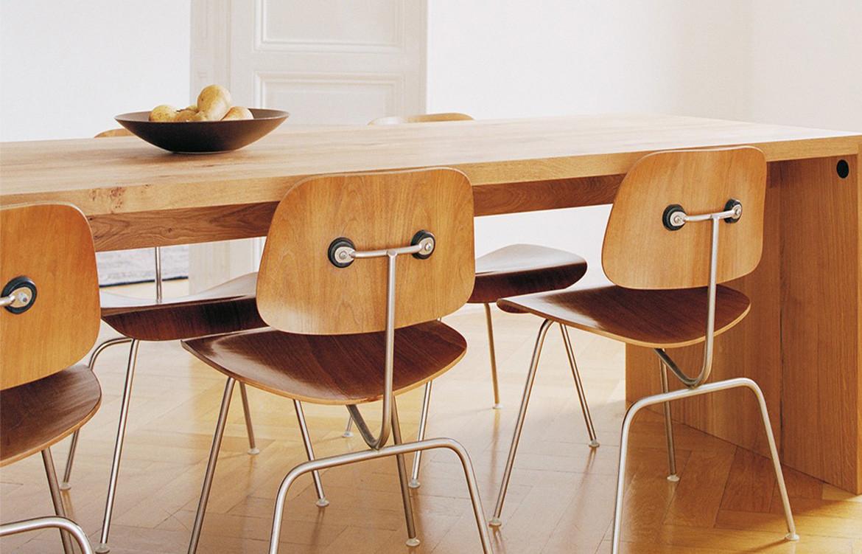 Eames Moulded 4