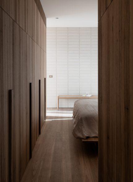 Edsall Street Ritz&Ghougassian CC Tom Blachford master bedroom earthy tones