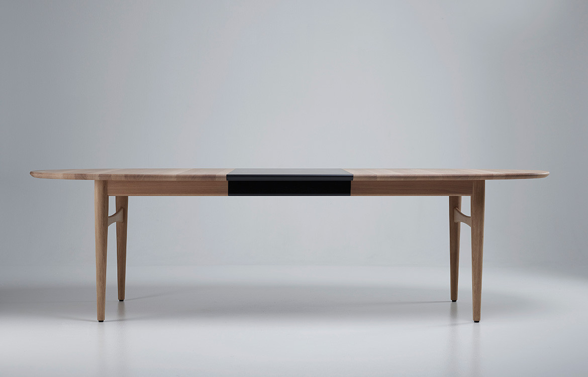 Øya Dining Table Product Image