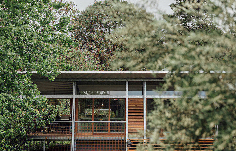 Modernist extension to Exoskeleton House by Studio Takt