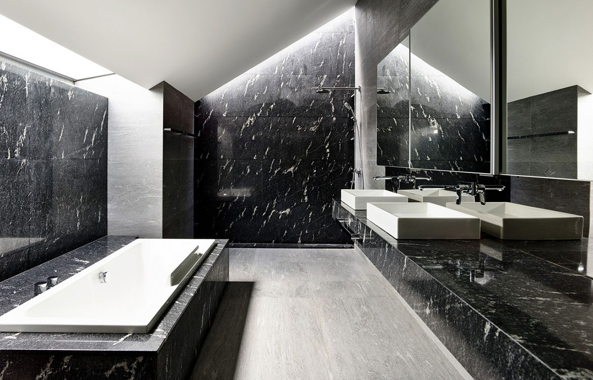 Faber Drive House HYLA Architects cc Derek Swalwell bathroom