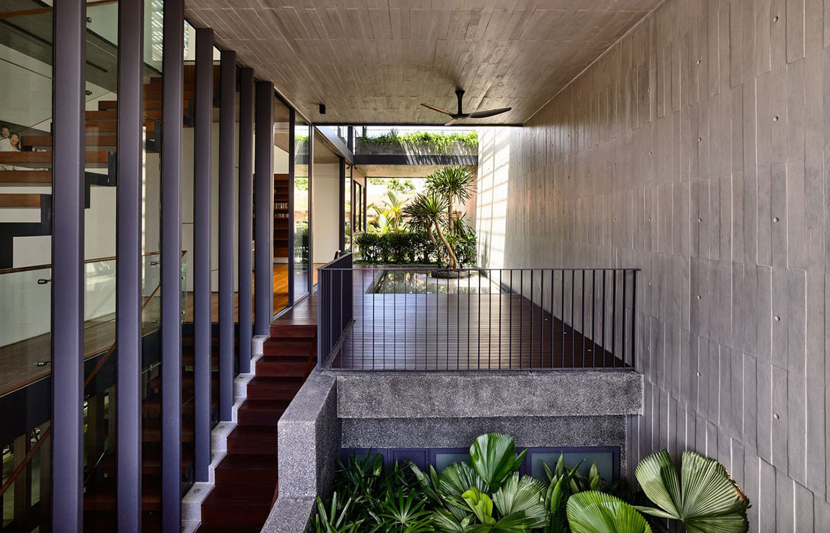 Faber Drive House HYLA Architects cc Derek Swalwell internal courtyard