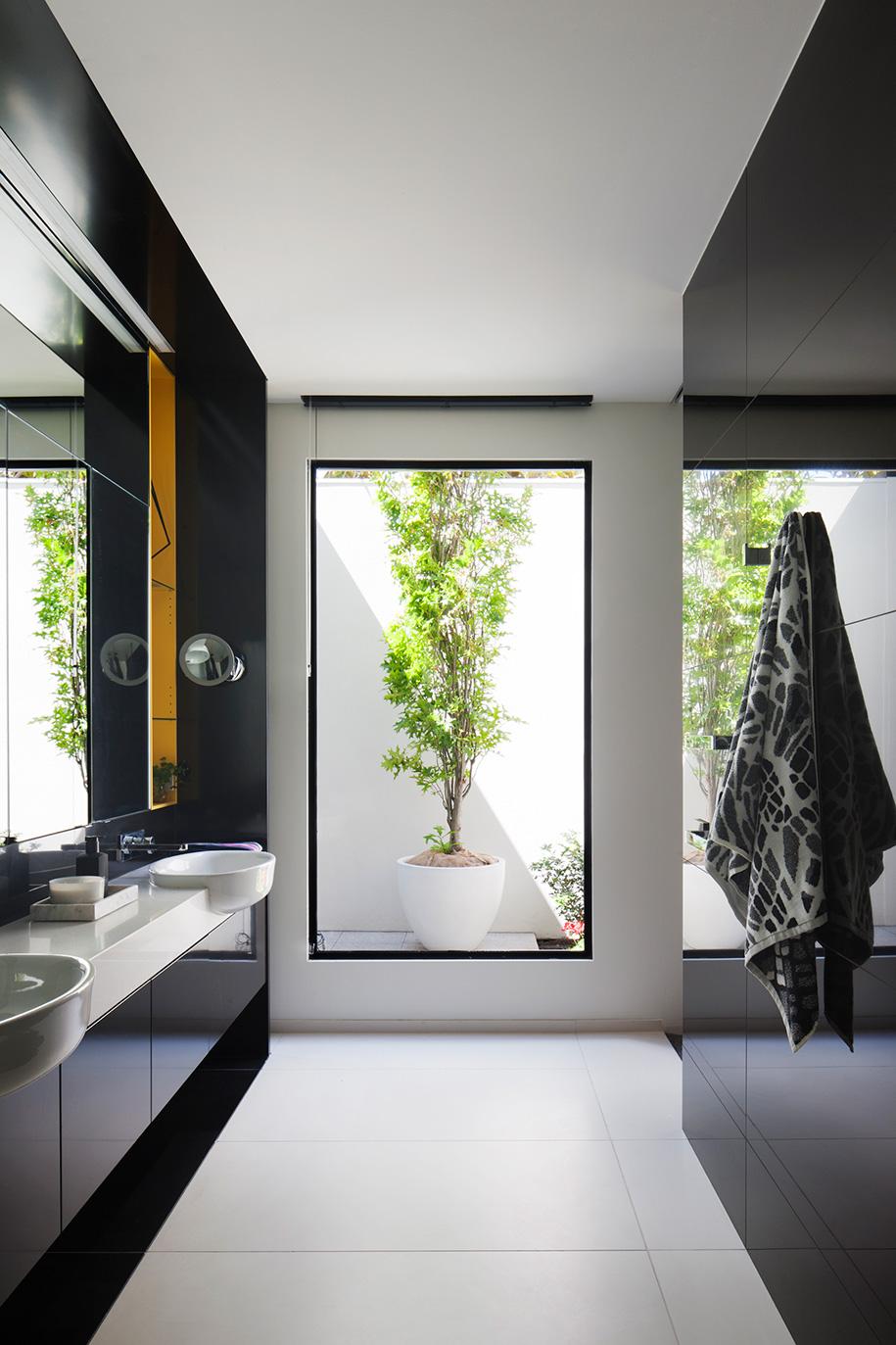 Field House Robert Puksand bathroom