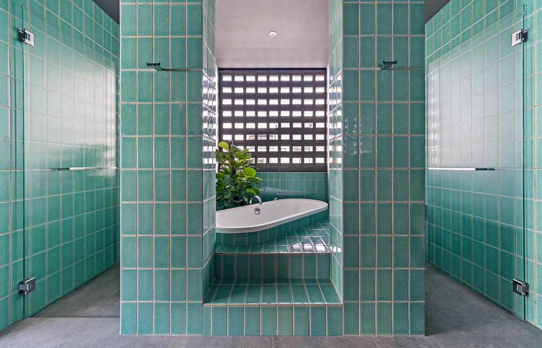 Frame House Red Bean Architects bathroom
