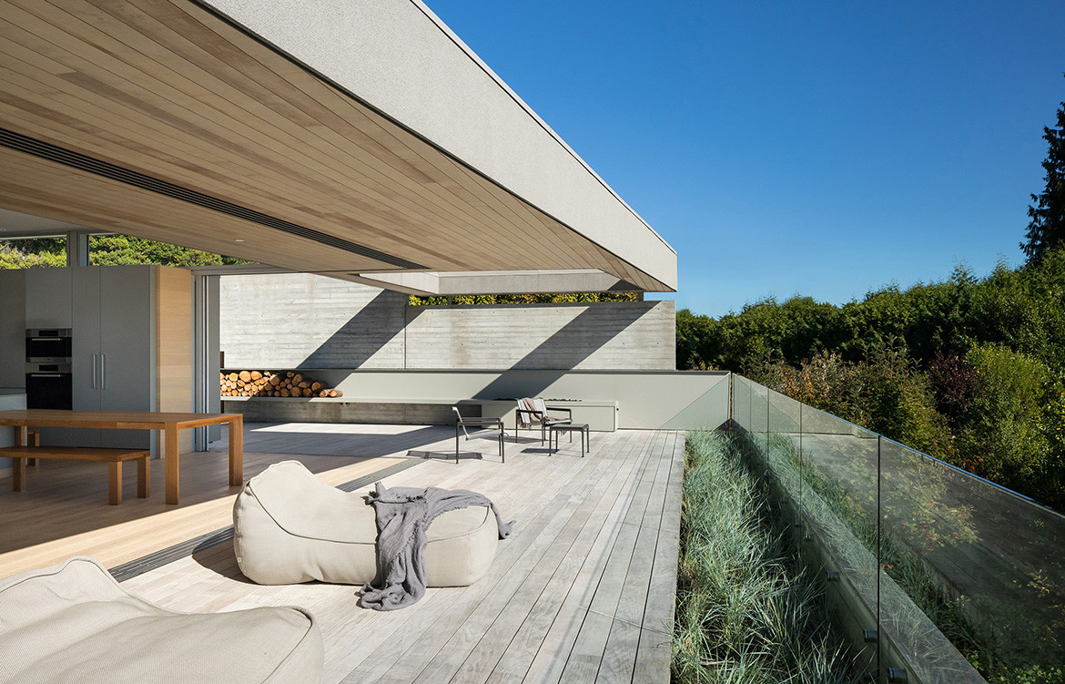 GDay House Mcleod Bovell Modern Houses cc Ema Peter deck and day bed