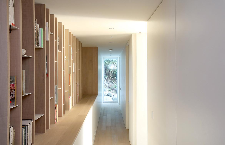 GDay House Mcleod Bovell Modern Houses cc Ema Peter corridor entrance