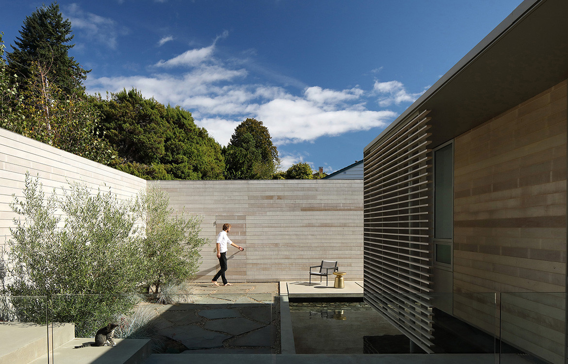 GDay House Mcleod Bovell Modern Houses cc Ema Peter exterior open courtyard