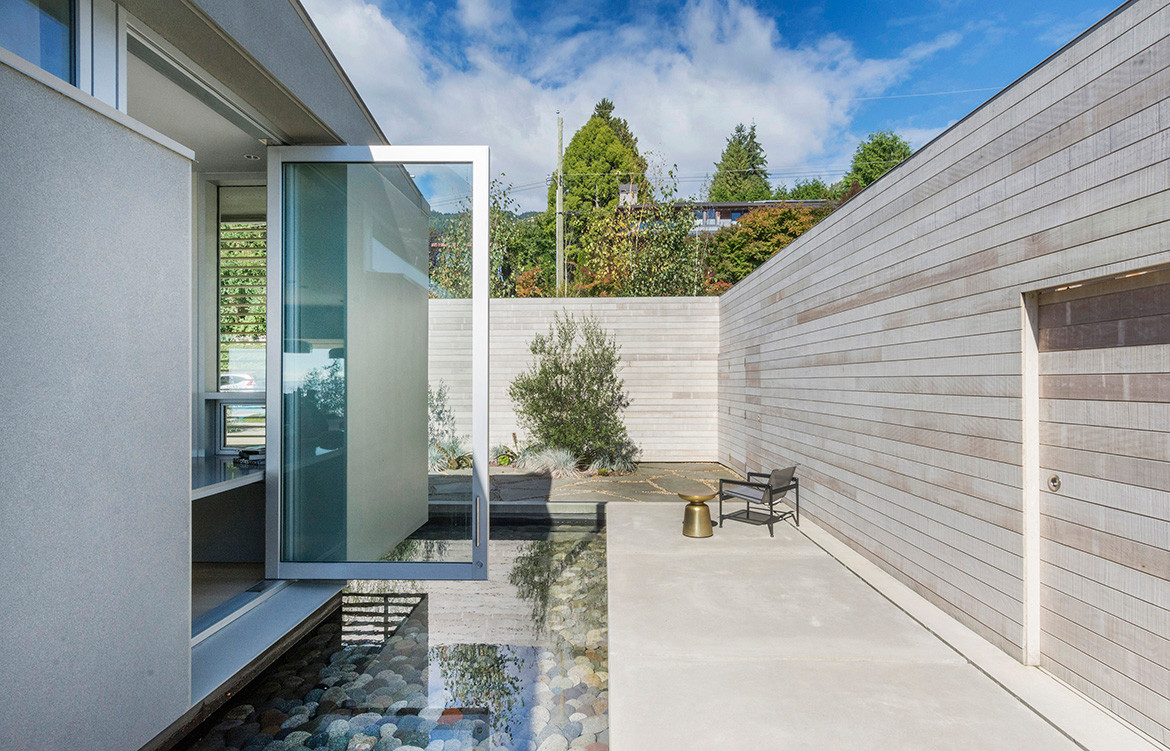 GDay House Mcleod Bovell Modern Houses cc Ema Peter courtyard