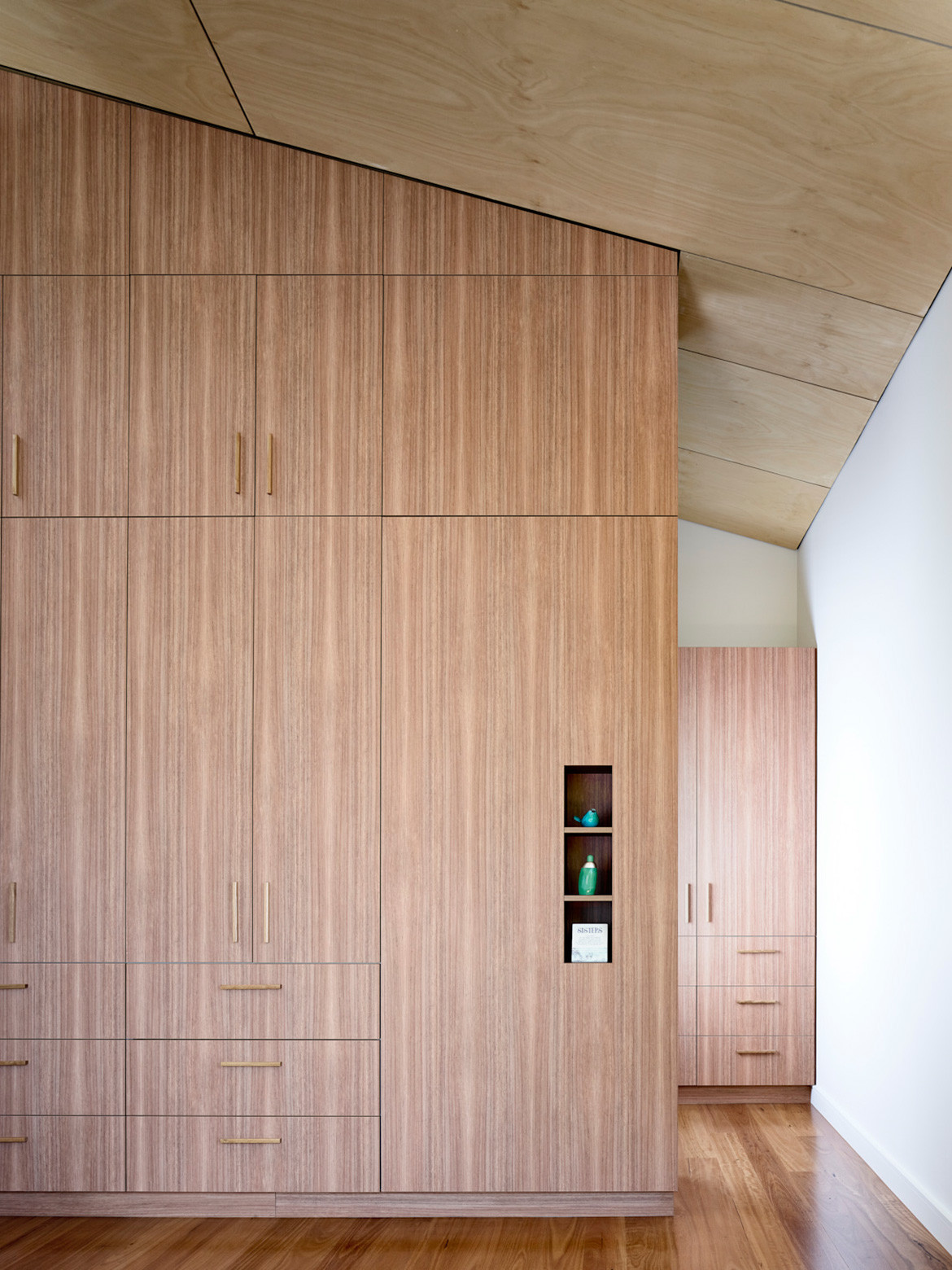 Timber panelling and joinery | Bushland House by Arcke
