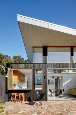 Glide House Ben Callery Architects cc Tatjana Plitt backyard