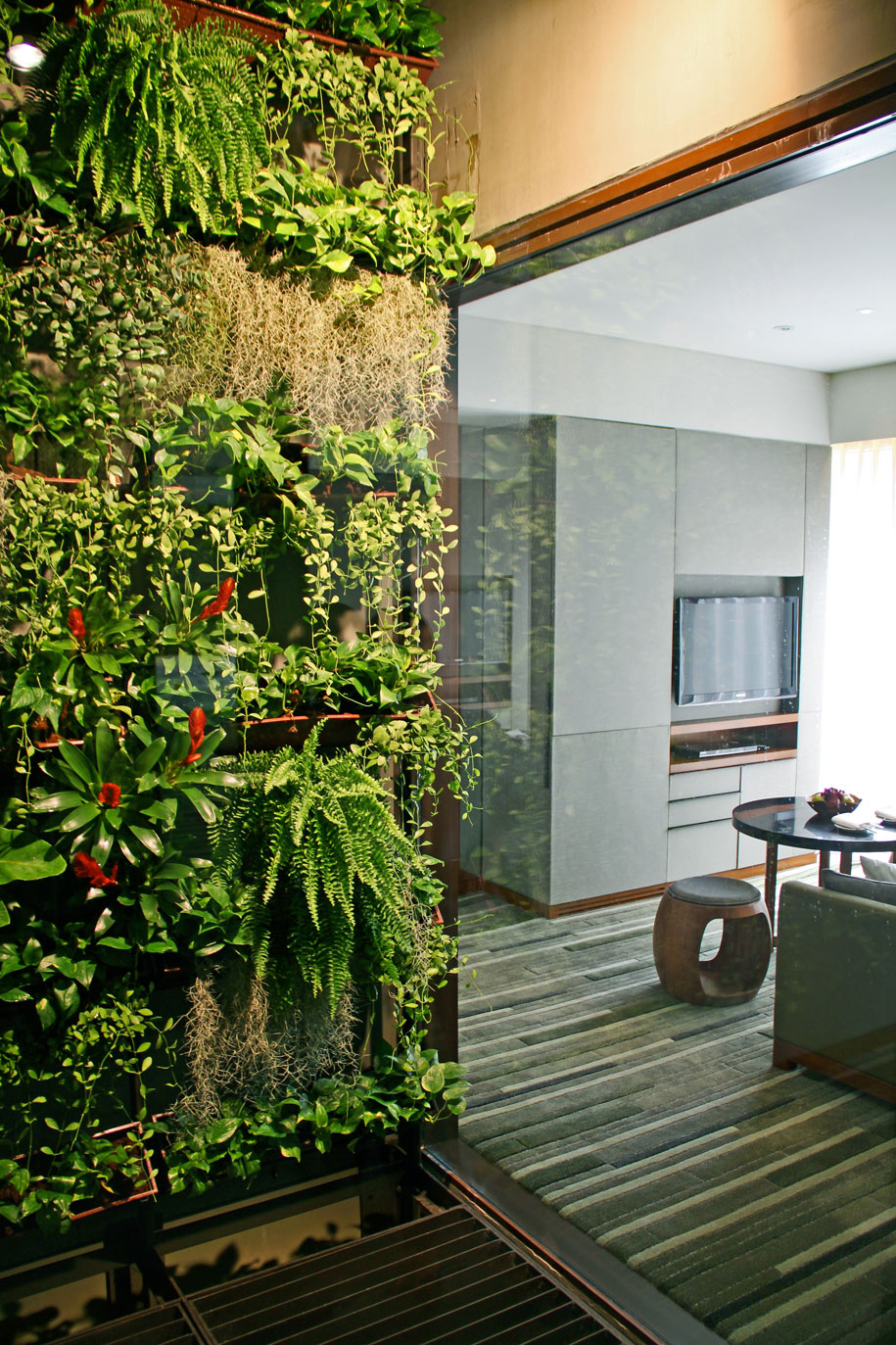 Greenwall_entrance-Urban-suite