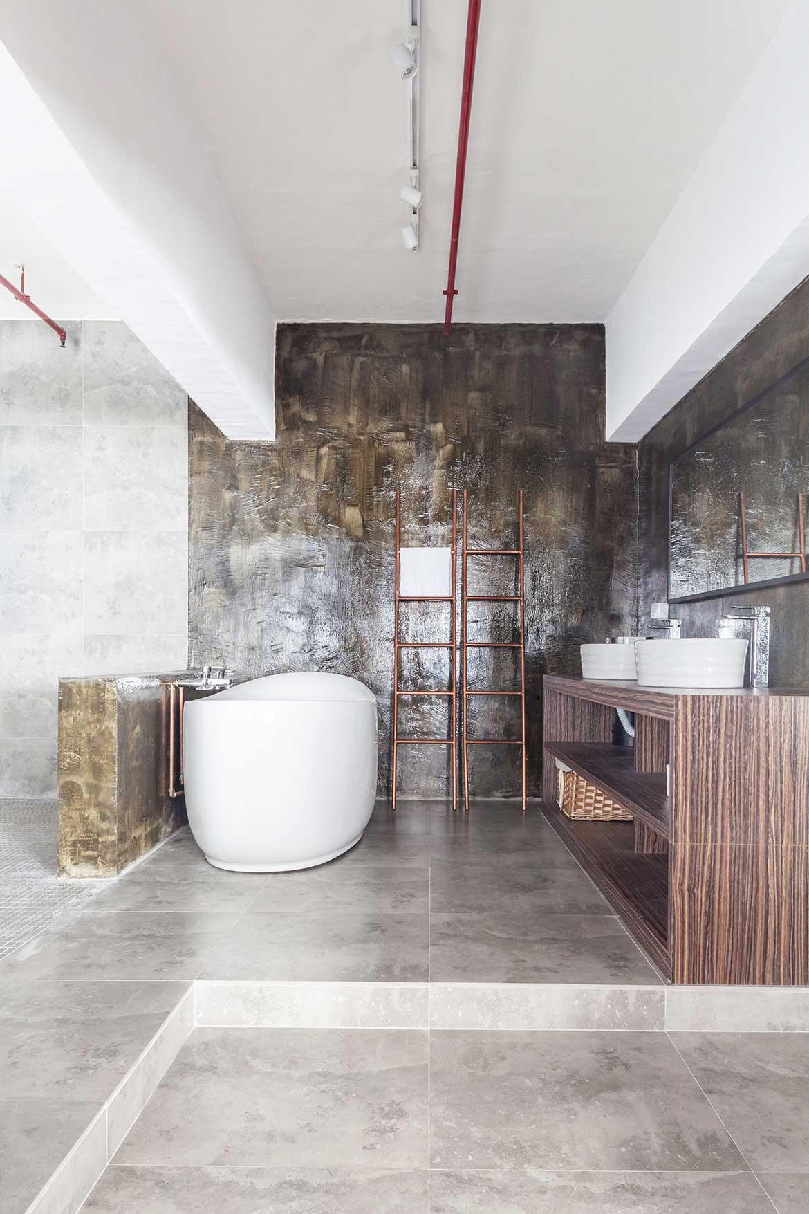 Habitus Living Lim+Lu Warehouse House master bathroom
