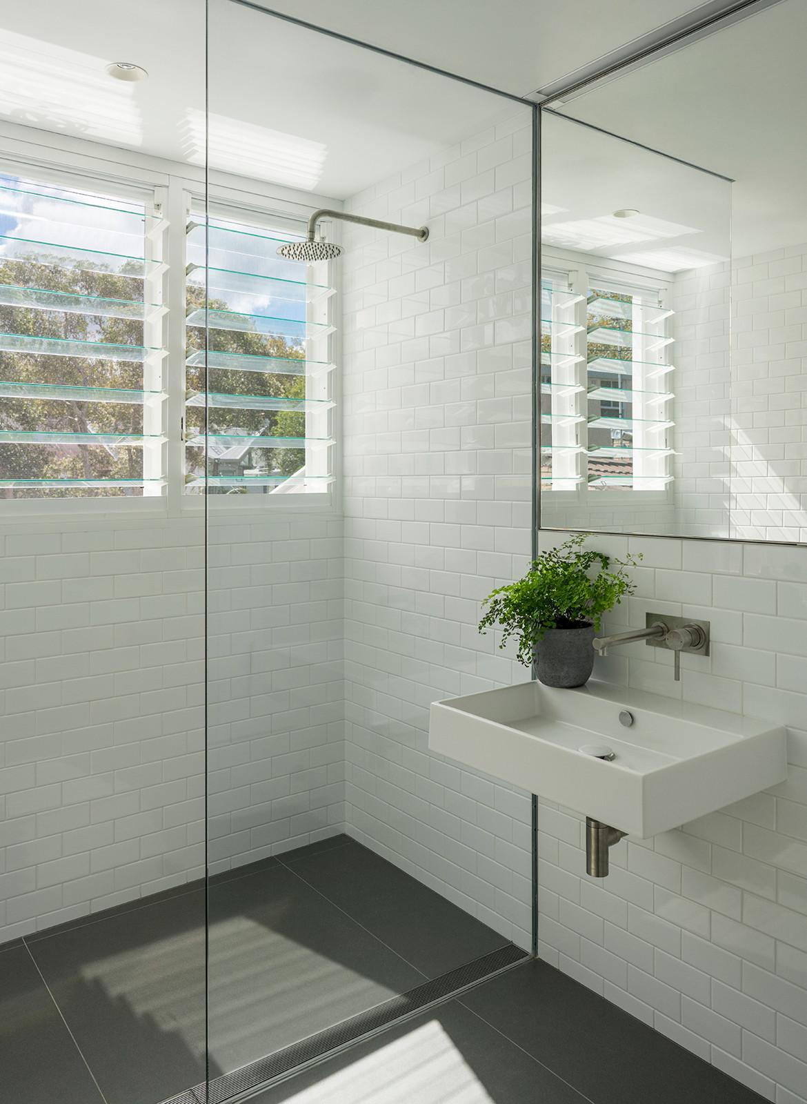 Hastings Van Nunen Ian Moore Architects CC Daniel Mayne bathroom