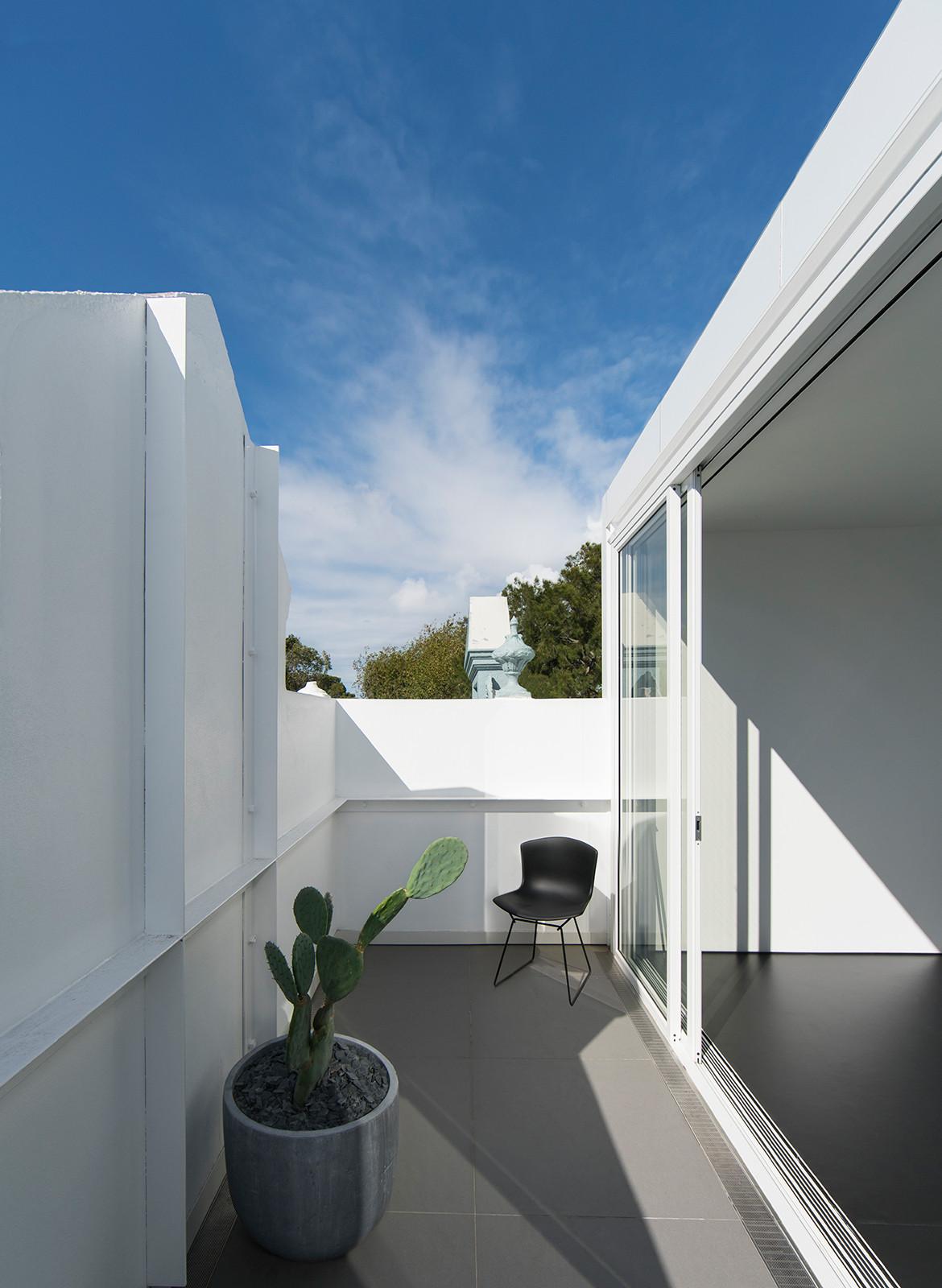 Hastings Van Nunen Ian Moore Architects CC Daniel Mayne balcony
