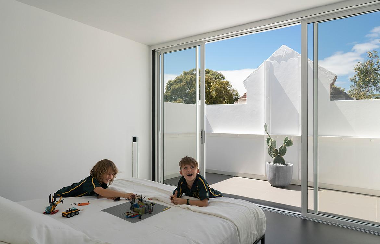 Hastings Van Nunen Ian Moore Architects CC Daniel Mayne master bedroom