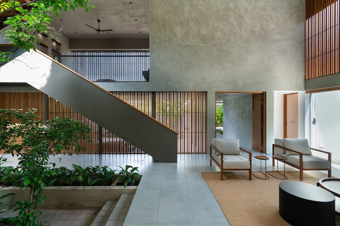 The double heigh cement and timber living room of Casa de Silva.