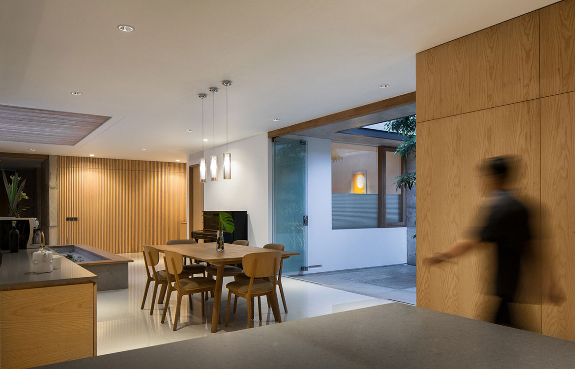 Hikari House Pranala Architects cc Mario Wibowo kitchen dining