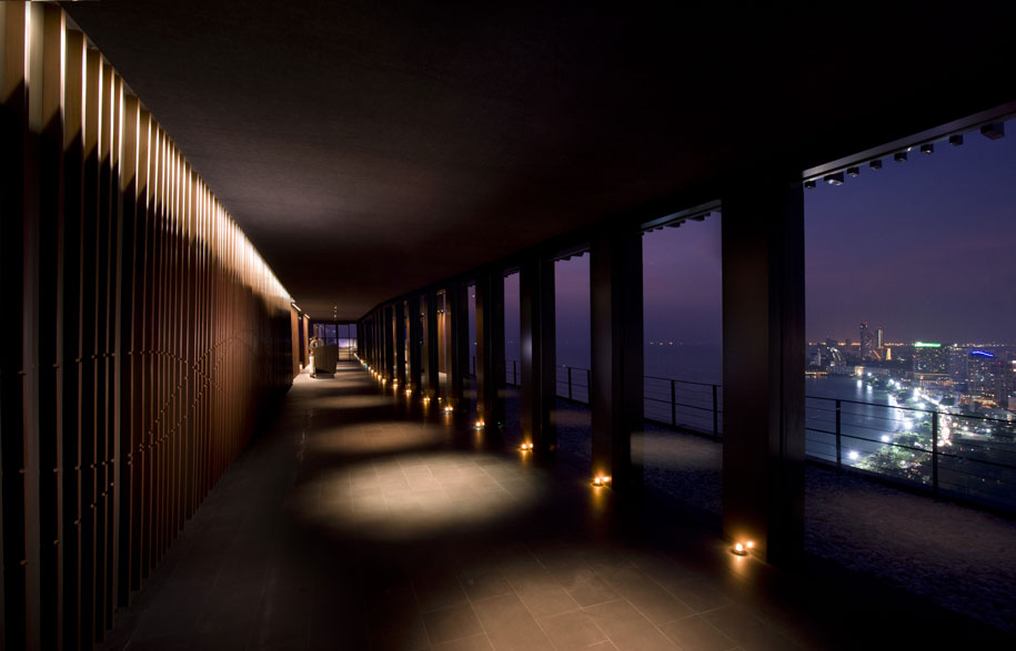 Hilton-Pattaya_Horizon_Aisle,-walk-way