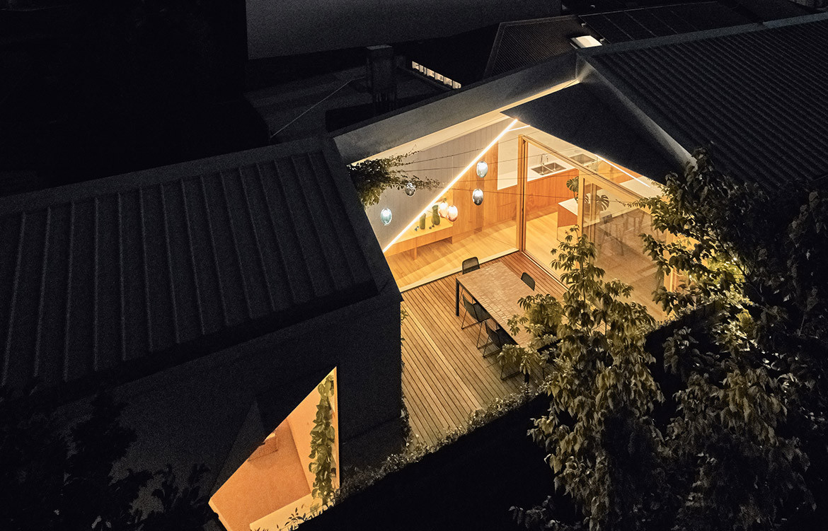 His & Hers House FMD Architects CC Derek Swalwell ambient lighting night