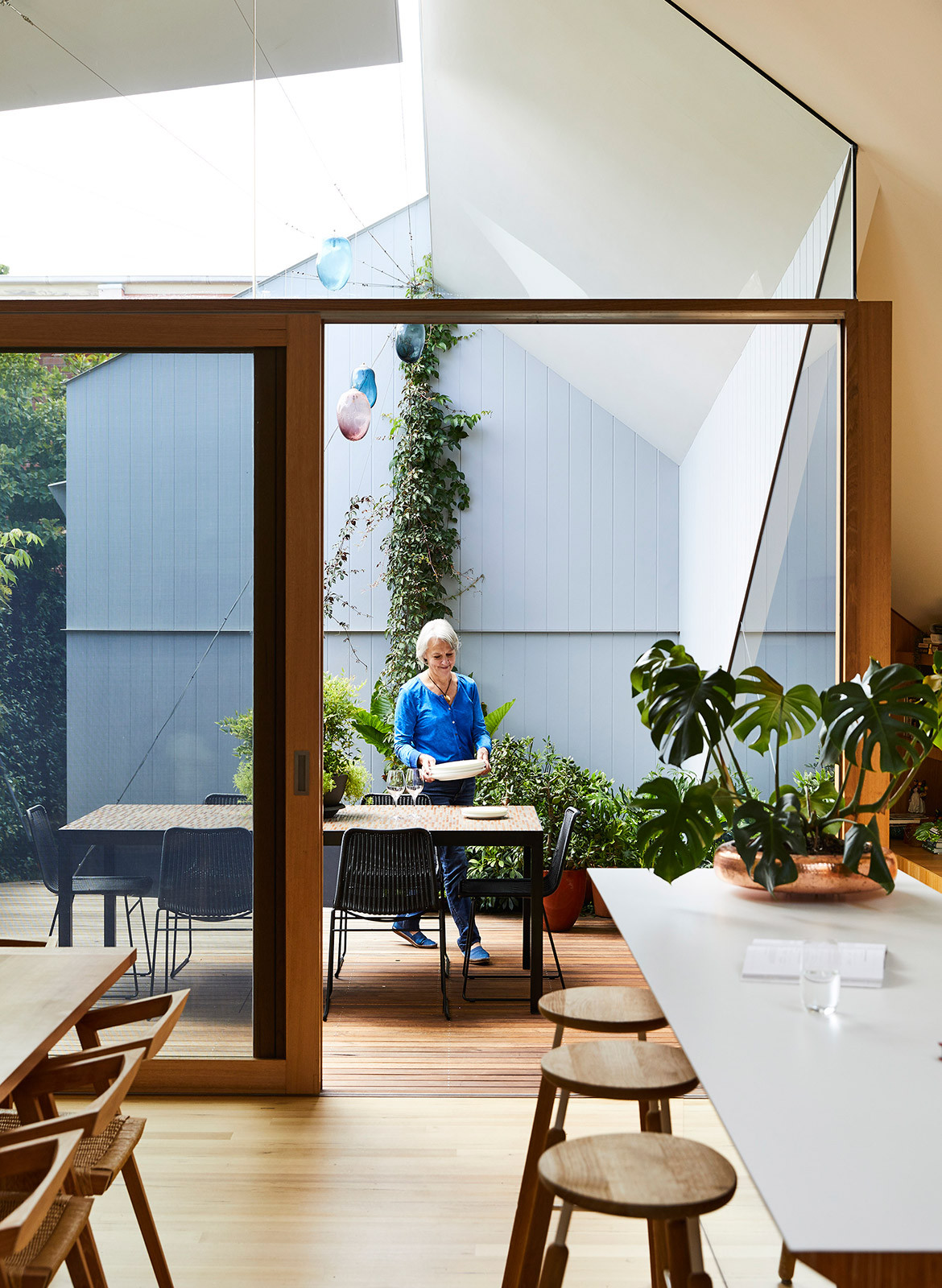 His & Hers House FMD Architects CC Derek Swalwell indoor outdoor dining