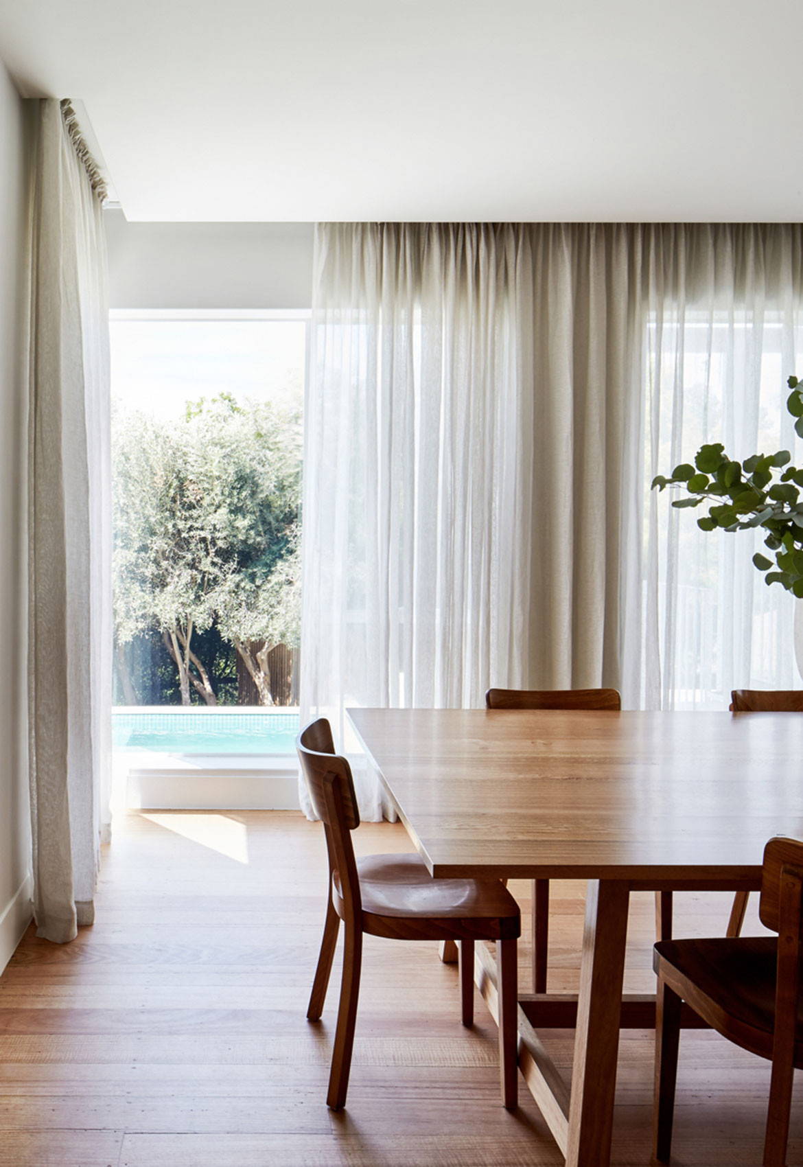 Holroyd Court Foomann Architects cc Willem Dirk du Toit formal dining